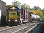 CSX 1556 leads Y320 back into town with 11 cars in tow