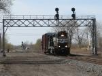 B21 rolls under the westbound signals for CP242