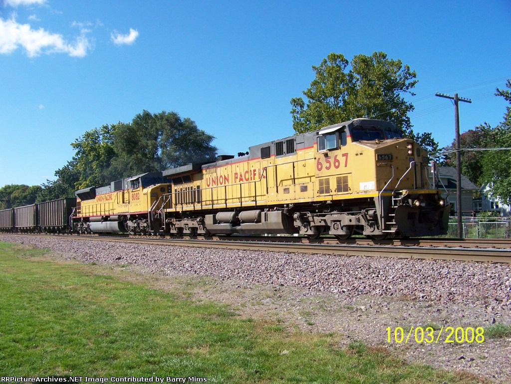 UP 6567 leads eastbound coal loads