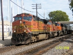 BNSF 4653 leads hot Z train west