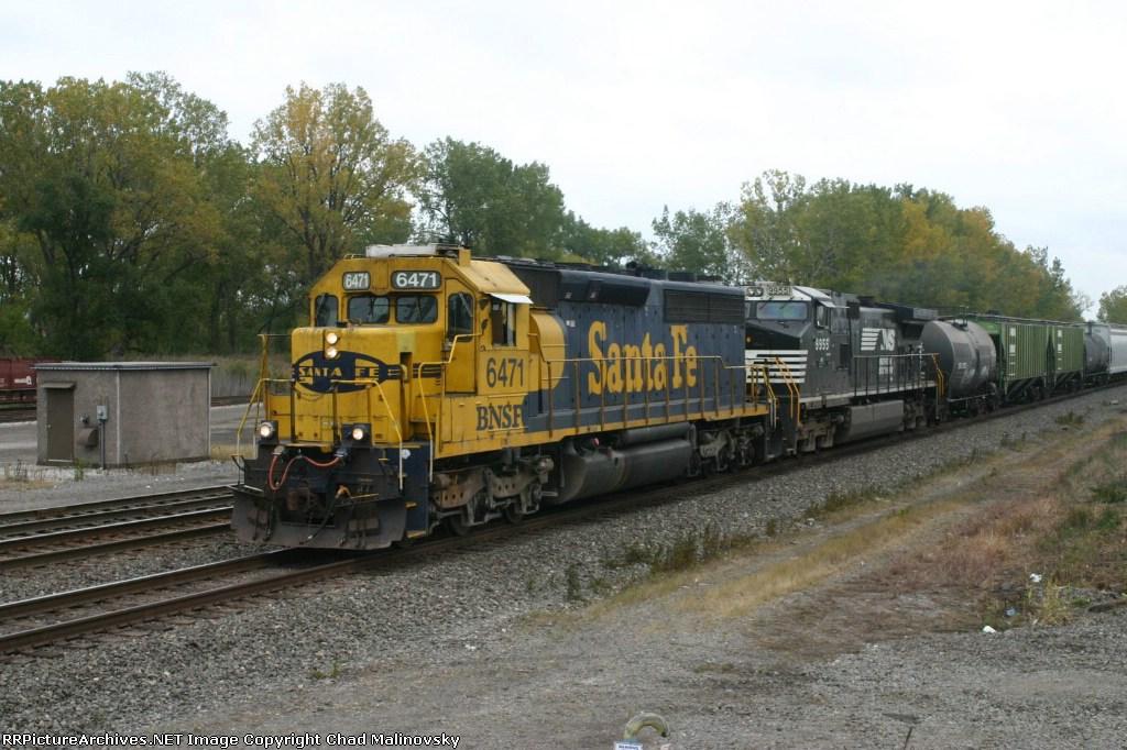 BNSF 6471 on 33G