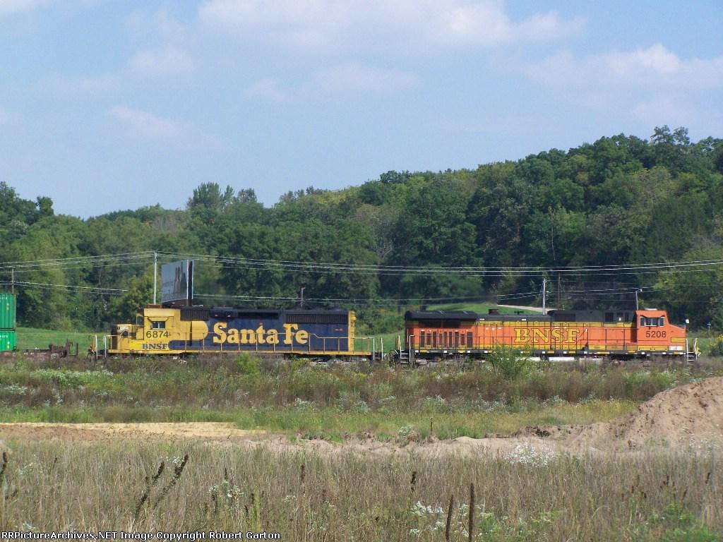BNSF 5208 & BNSF 6874 Roster Shots