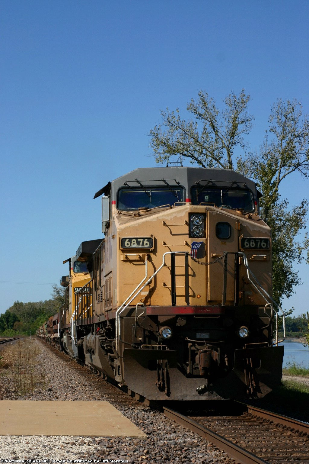 UP 6876 sits and waits cause of the derailment in Pacific Missouri.
