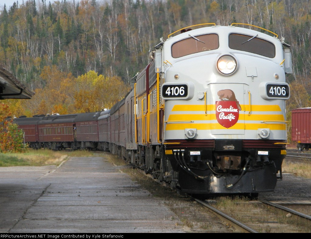 The Royal Canadian Pacific pulling into Schrieber