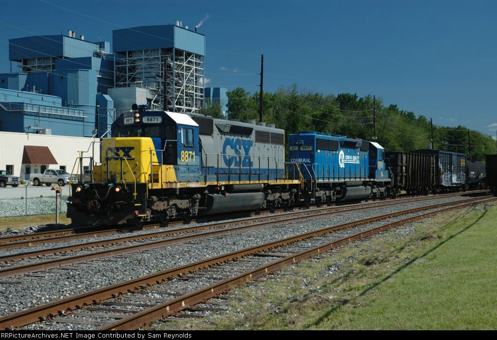 CSX 8871 and 8817