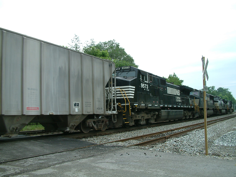 NS 9573 passes on this SB freight