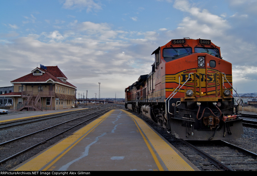BNSF 5469 West & The Depot