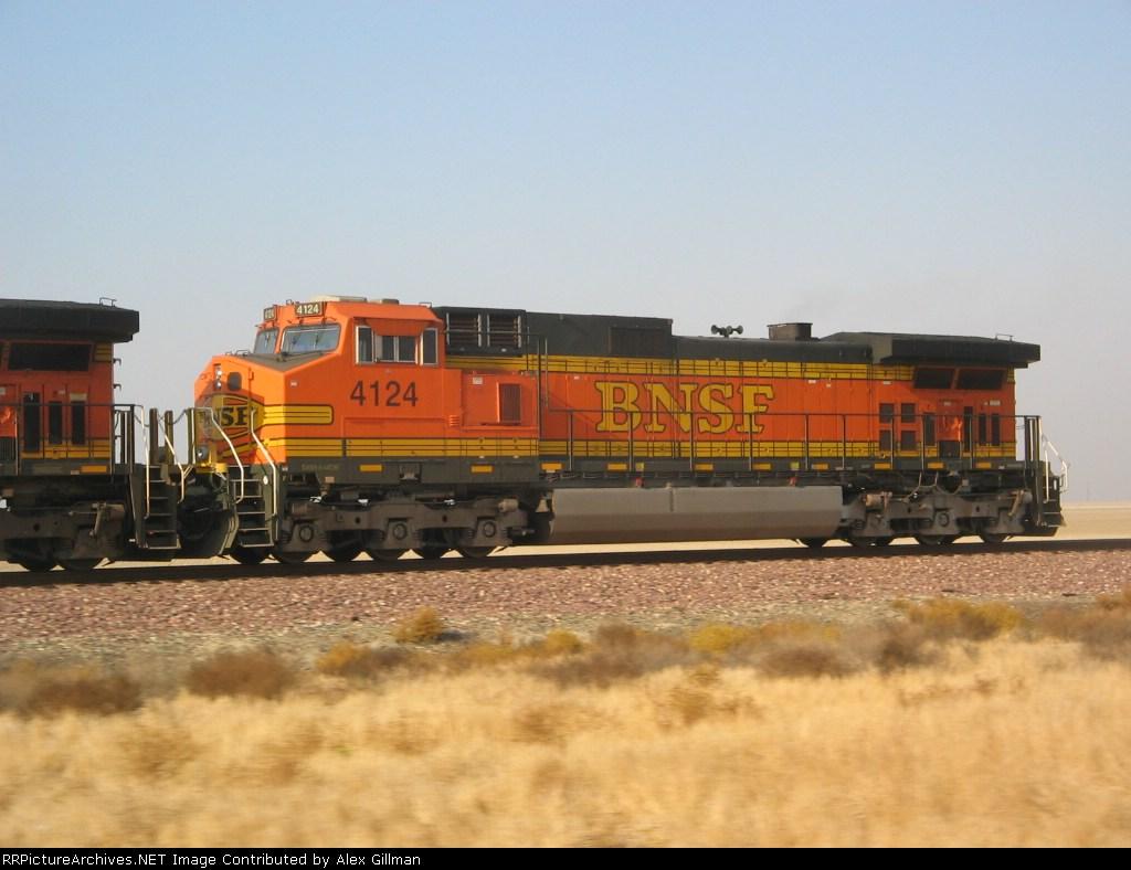 BNSF 4124 Eastbound