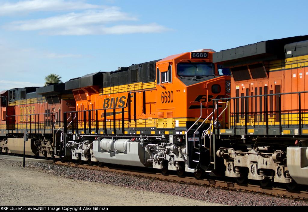 BNSF 6680 Eastbound