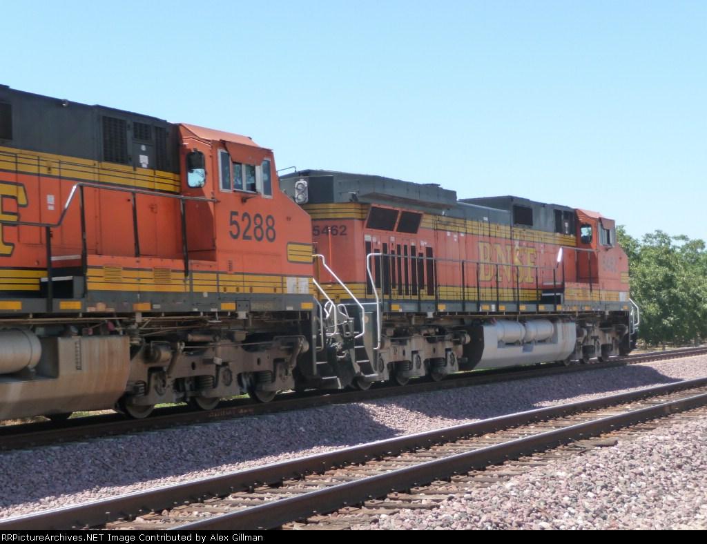 BNSF 5288 & BNSF 5462