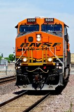 BNSF 6908 East - In Your Face!