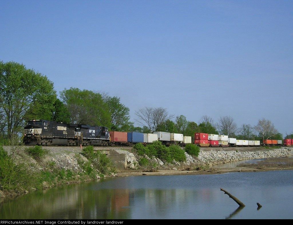 NS 9544 On NS 282 Westbound