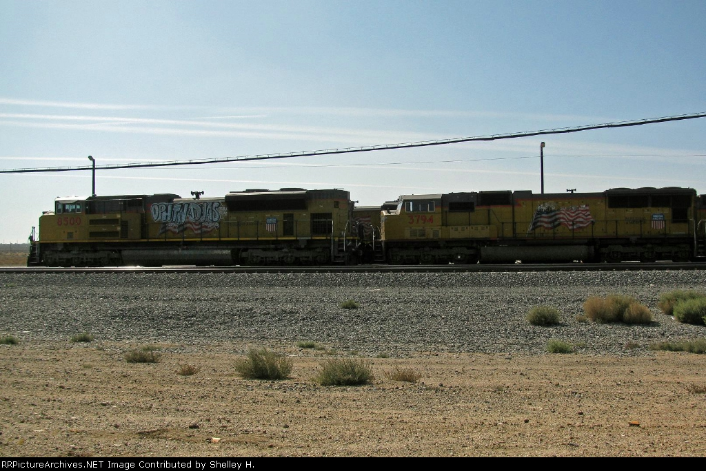 UP 8500 & 3794 sitting in Mojave, CA