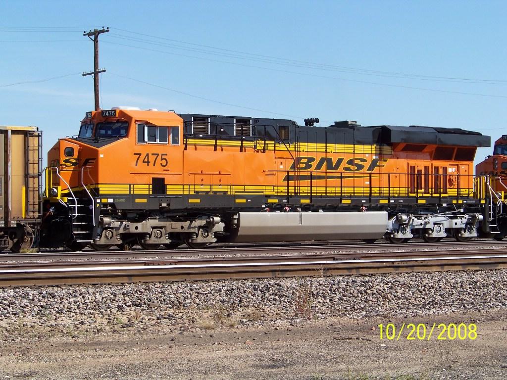 BNSF ES44DC 7475