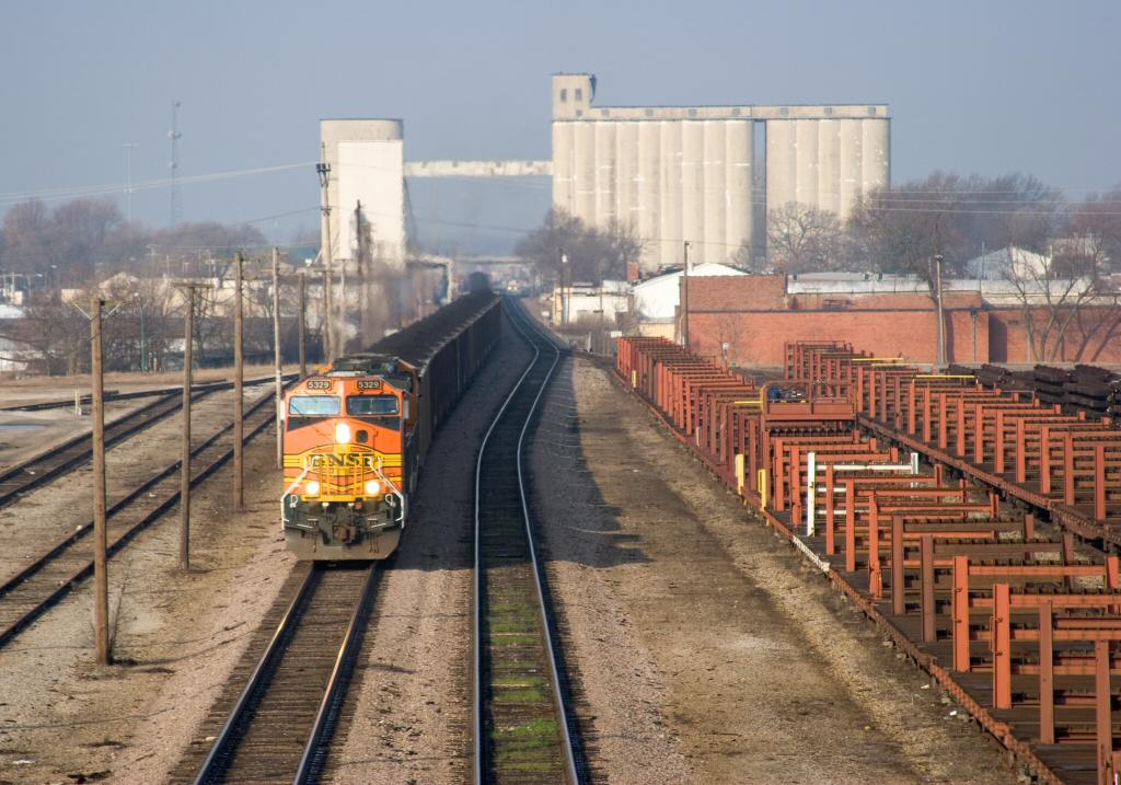 BNSF #5329 south at Springfield.