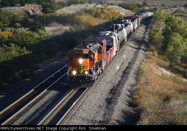 BNSF 7047 - Local working the hill