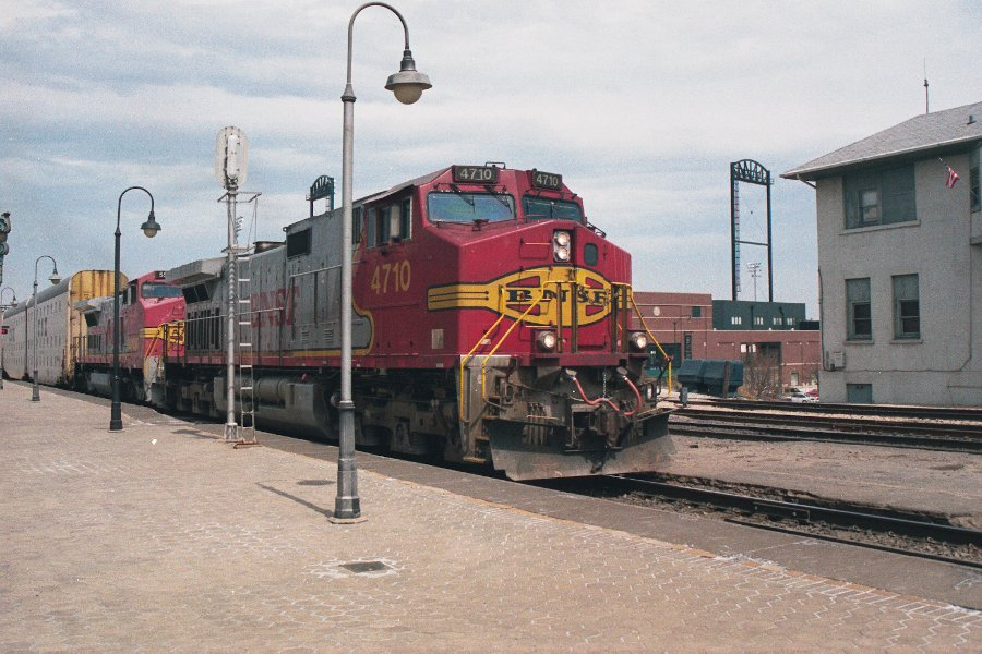 BNSF 4710 in ATSF Warbonnet paint