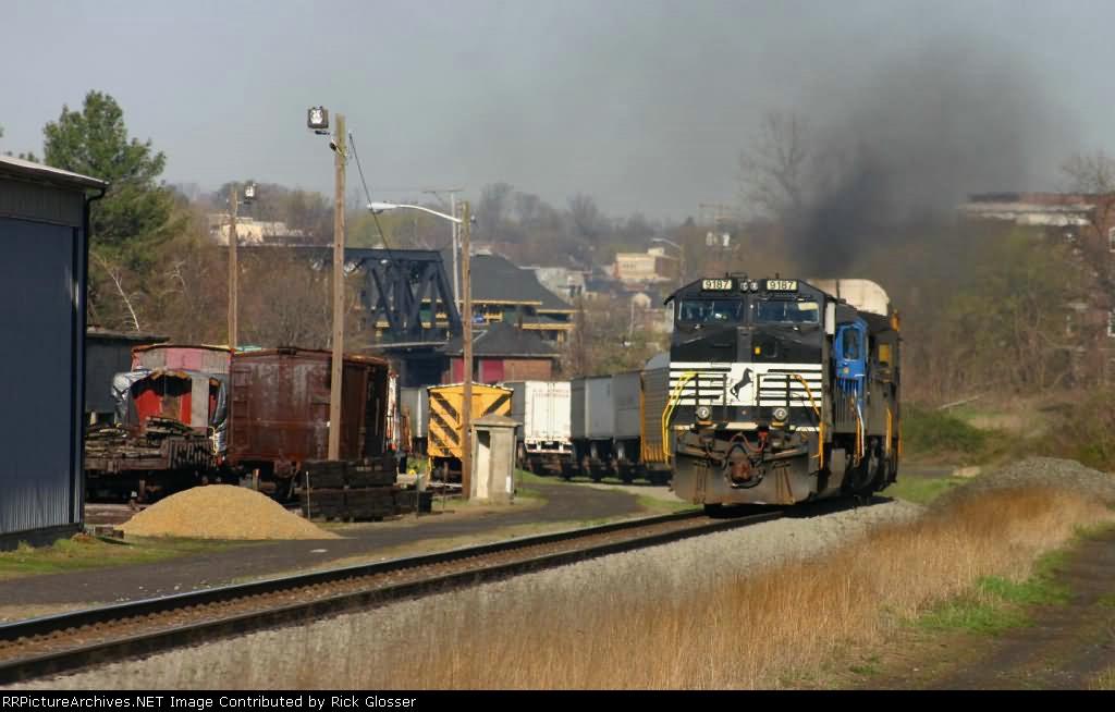 EB Norfolk Southern 212