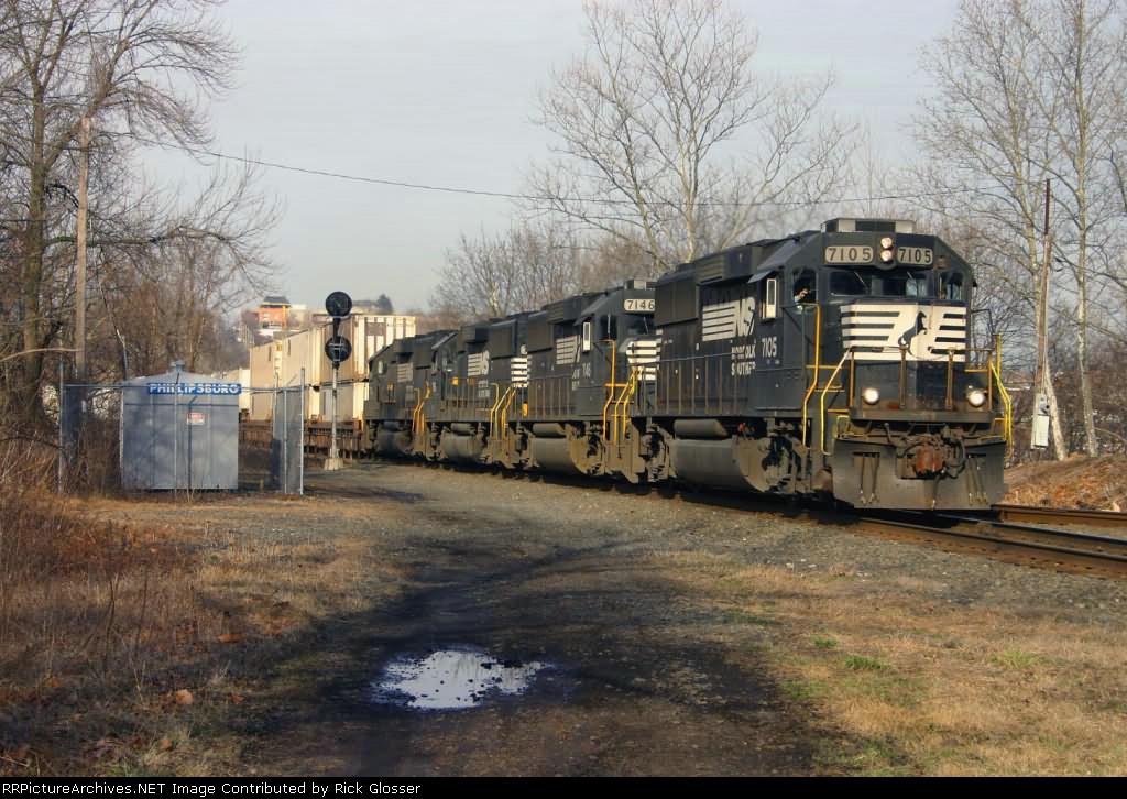 Conventional Cab Locomotives on 214
