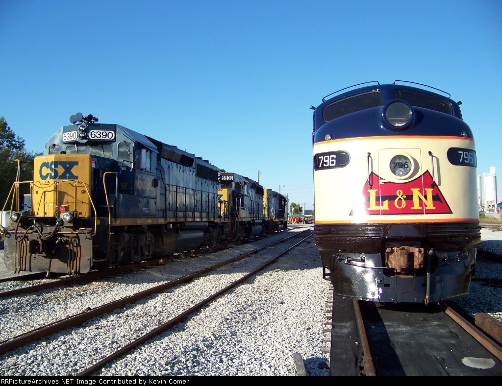 CSX 6390 heads the power line next to the brightly colored L&N 796 at the CSX Memphis Junction Yard 10/18/2008