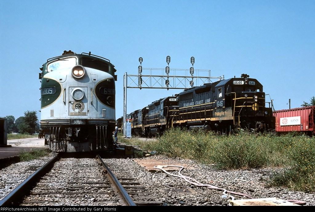 Southern E8 and SCL GP40-2