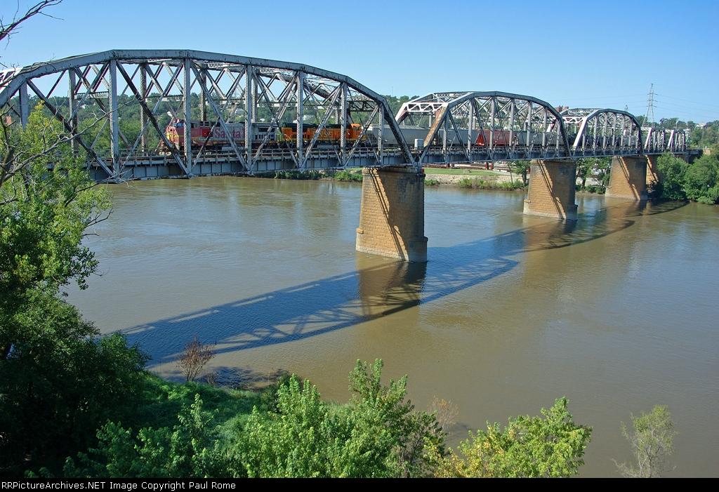 BNSF 556 - 529, GE B40-8W, lead an eastbound transfer train on the UPRR Missouri River Bridge