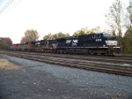 Norfolk Southern 8909 leads 6 locomotives