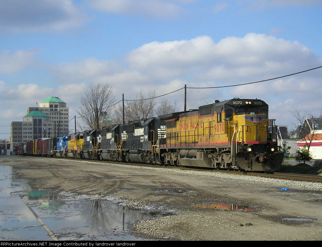 UP 9070 On NS 175 Eastbound