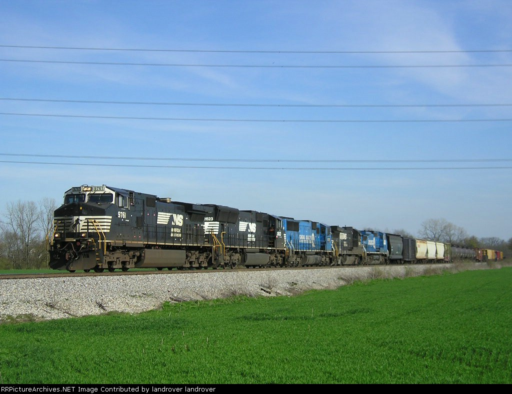NS 9761 On NS 124 Westbound