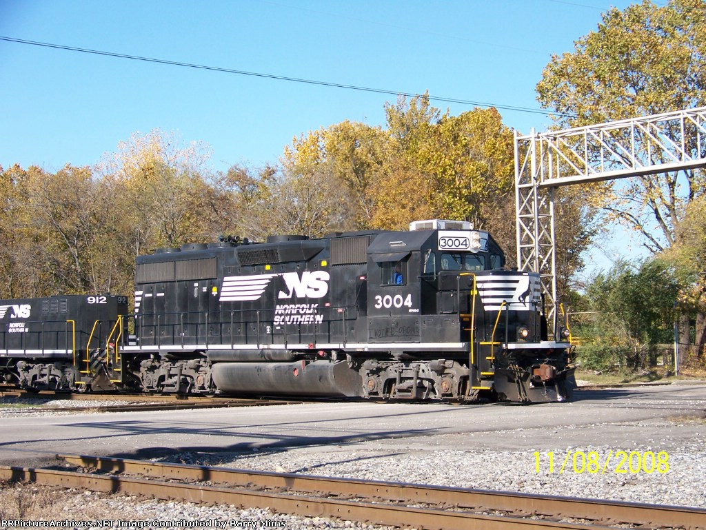 NS 3004 leads train 56 past 32nd st