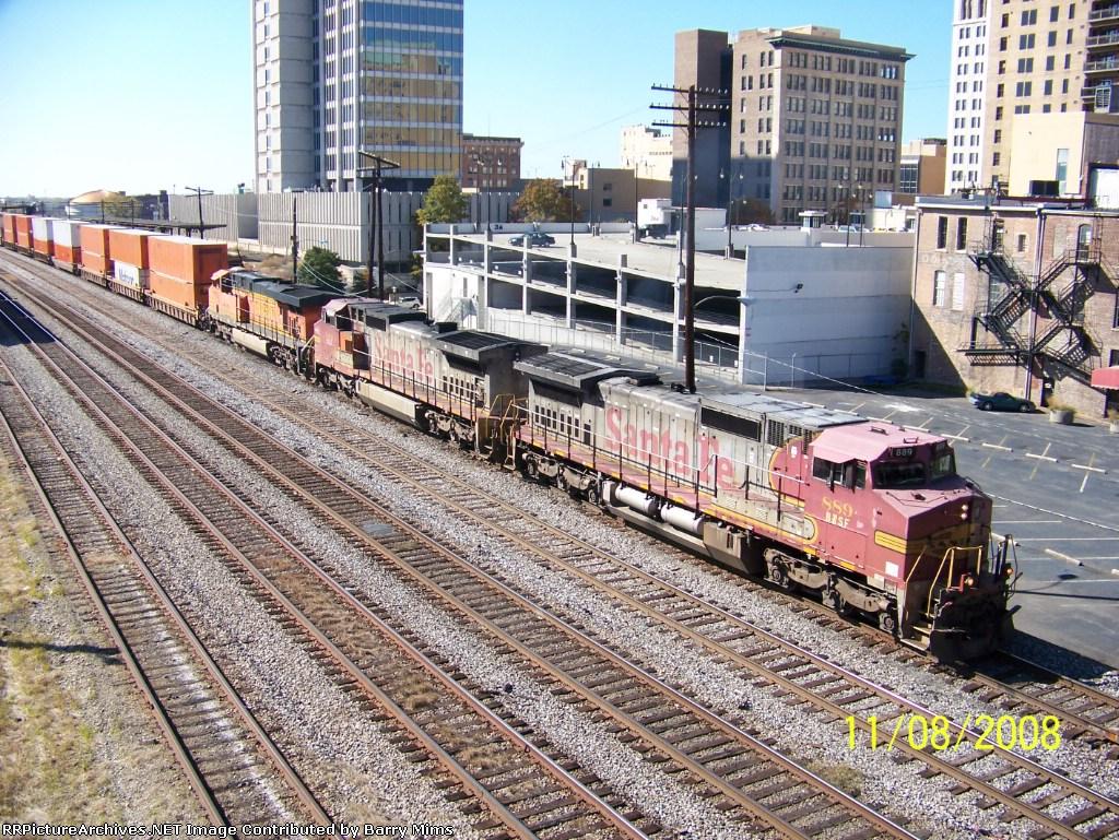 Two Warbonnets lead CSX train Q184 heading