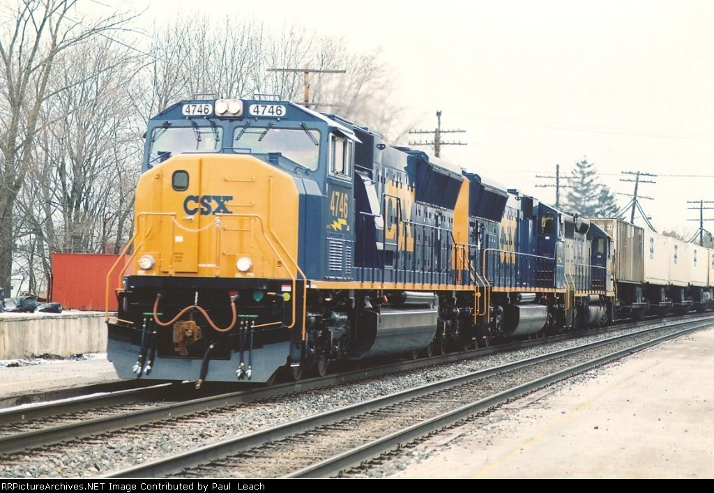 Eastbound intermodal with new power