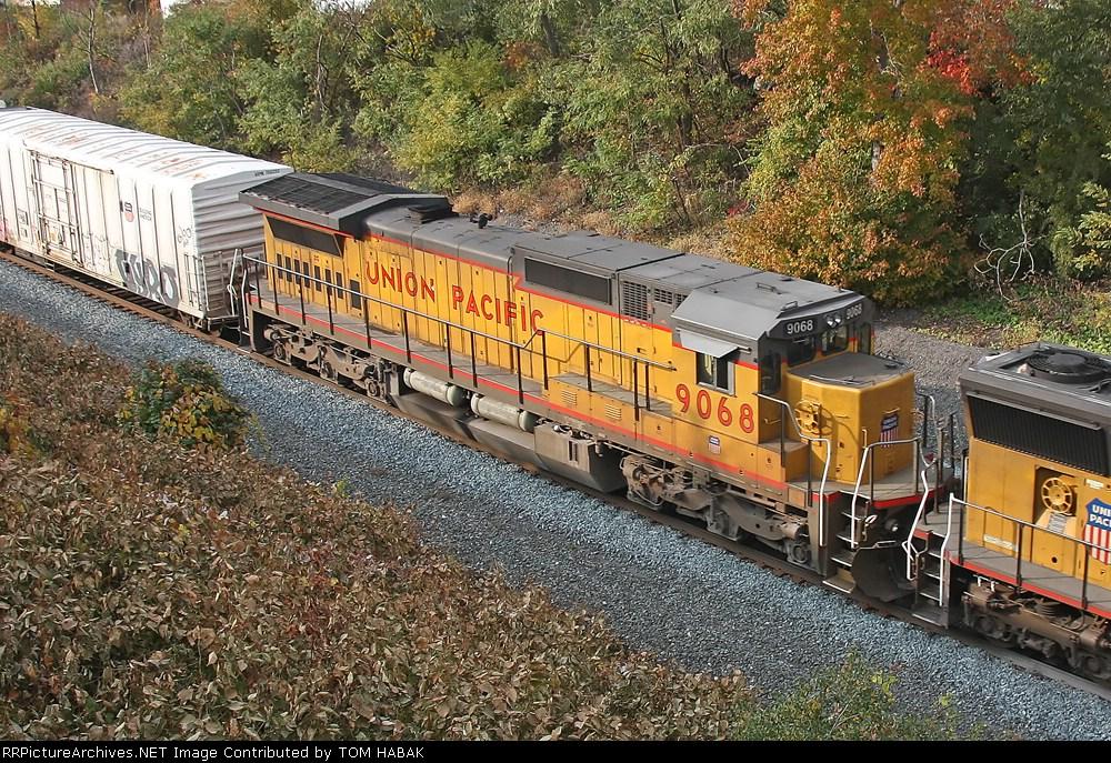 UP 9068 on CSX Q390-02