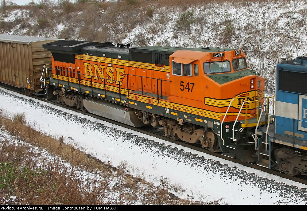 BNSF 547 on CSX Q380-22