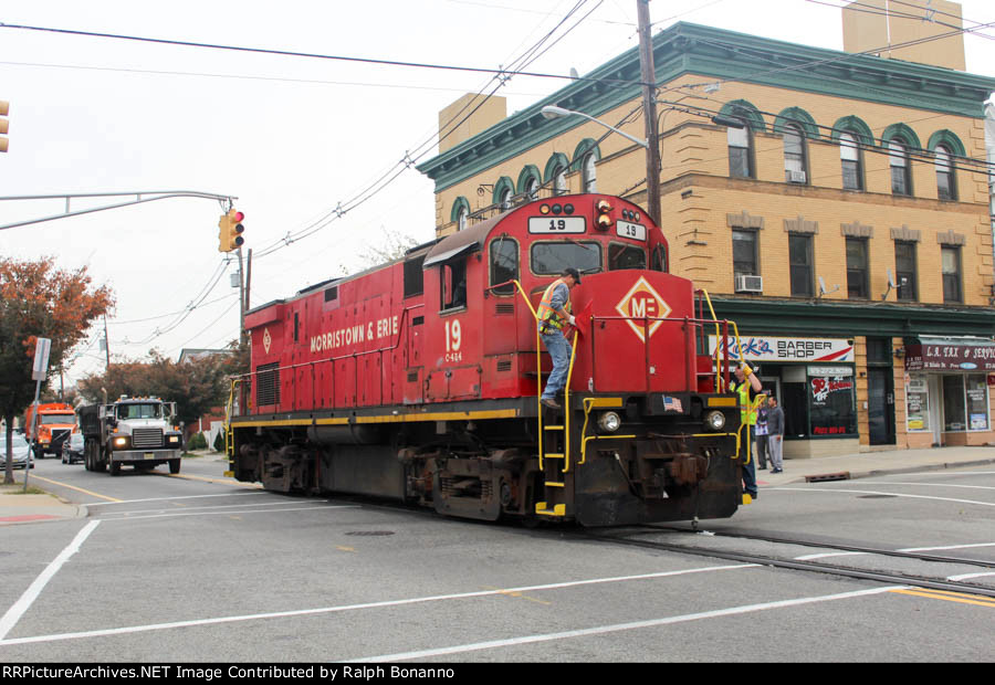 M&E C424 19 slowly rolls down Monroe Street en route to Passaic NJ