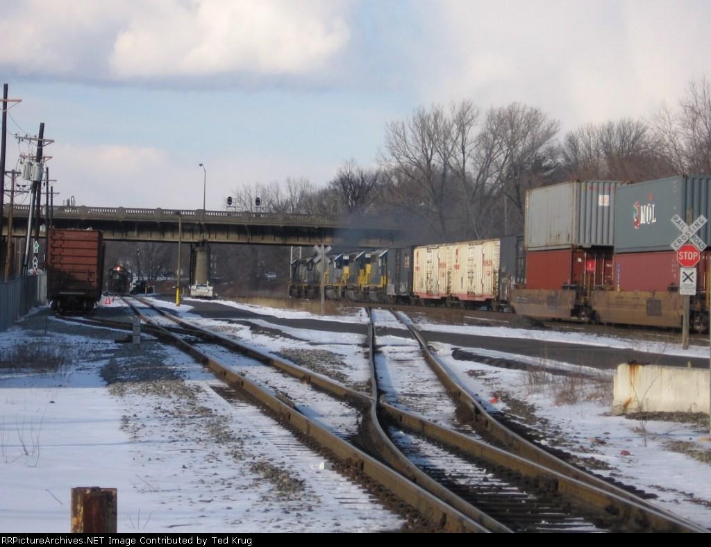 Five CSX diesels lead NB freight Q-434
