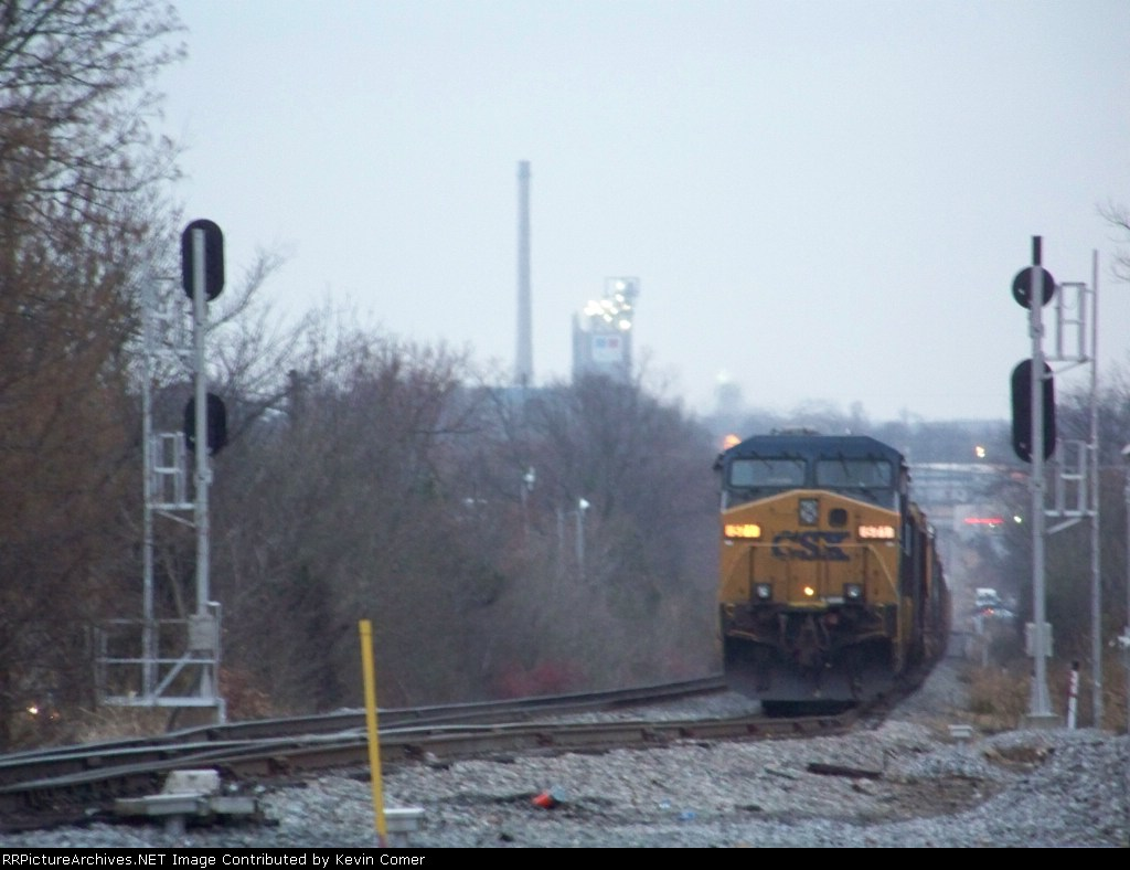 CSX 571 and Q526 stop in the siding at N. Morgantown to wait for Y110 southbound to pass with 3 cars 12/15/2008 4:20pm