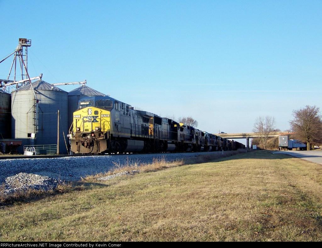 Q525 slowly moves toward the Memphis Jct Road crossing 1/2/2009