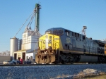 CSX 470 with Heritage Feed and Grain in the background 1/2/2009