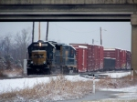 CSX 6921 passes under Natcher Parkway switching cars in snow 1/28/09
