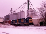 CSX 6921 with Heritage Feed and Grain in background 1/28/09