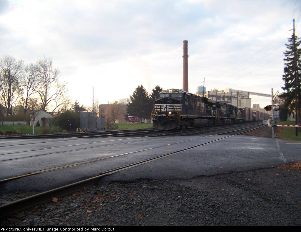 Norfolk Southern 7591, 9527, and 3526