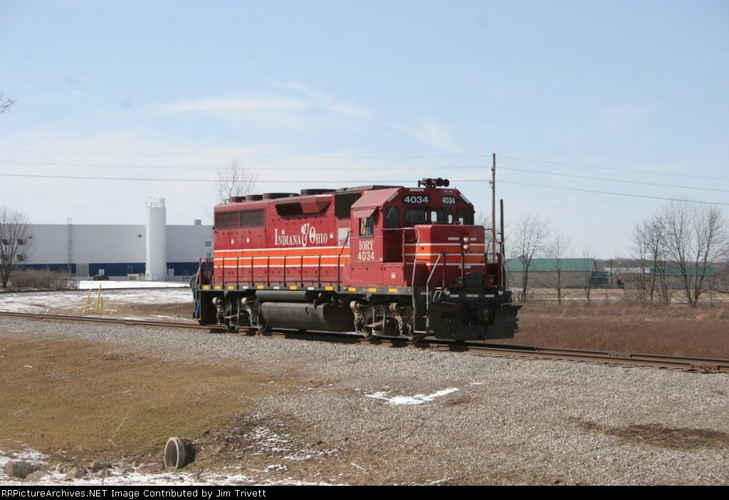 IORY 4034 backs up on its way to pull one of the warehouses