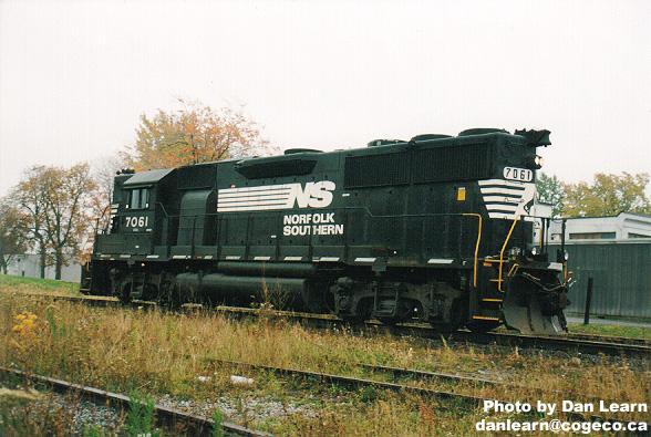Lone NS locomotive
