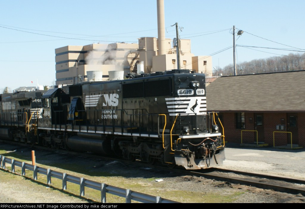 NS 6619 in new paint job
