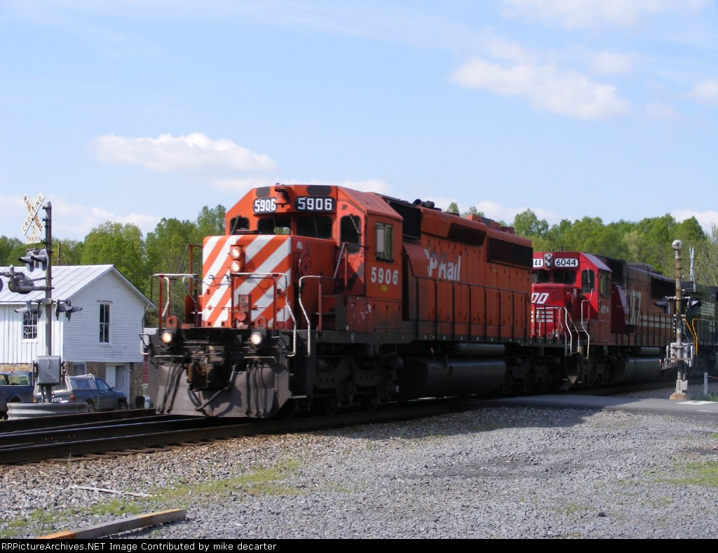 CP 5906 Leads 11R south