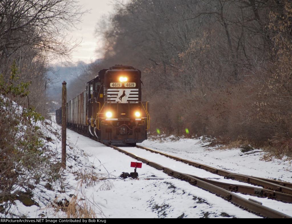 Eastbound coal extra hauls 31 loads up the grade to Tadmor