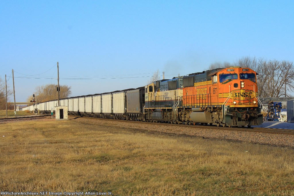 BNSF 8877 east