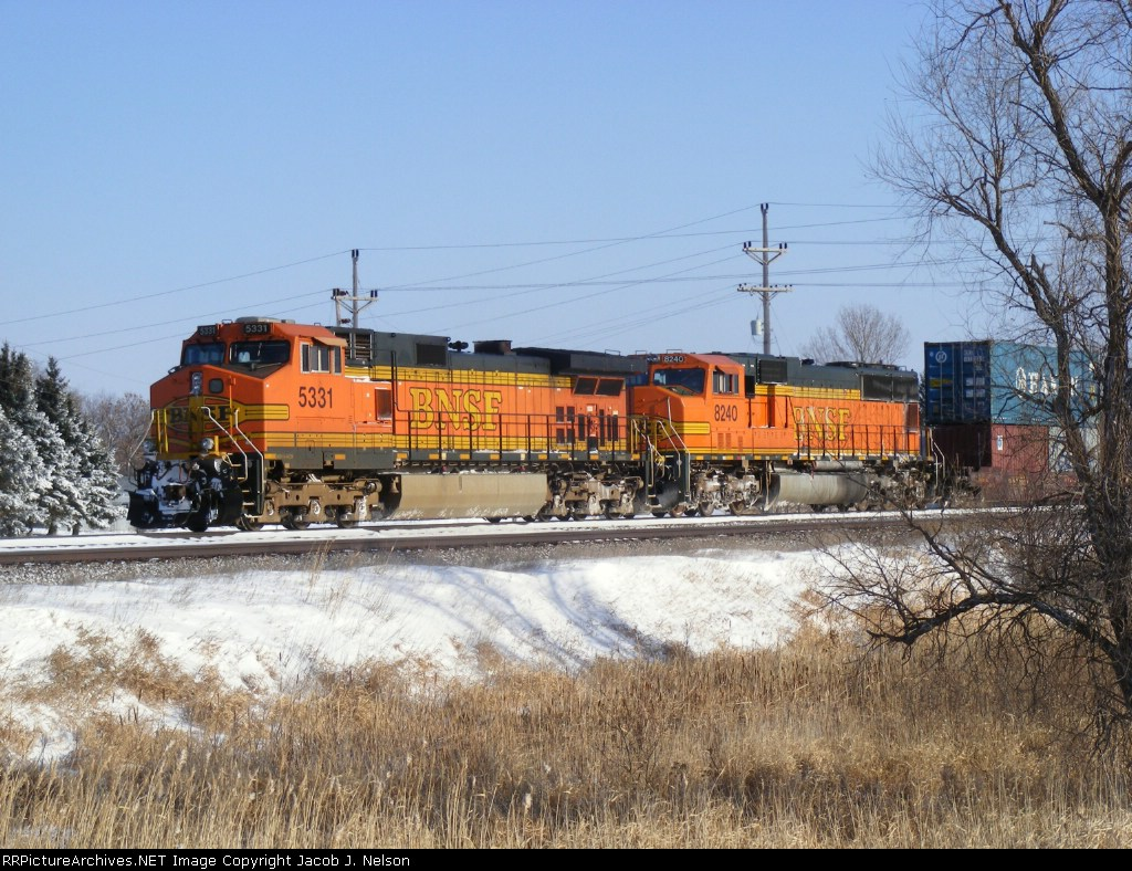 BNSF 5331 and BNSF 8240