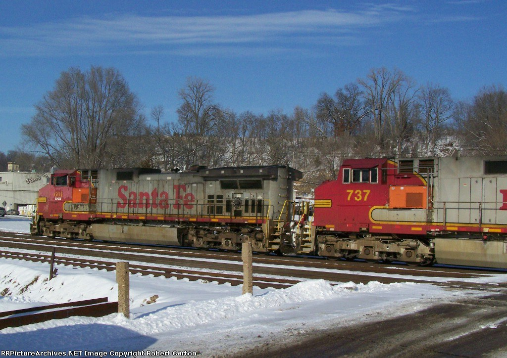 Beat-up Warbonnet in the Lead
